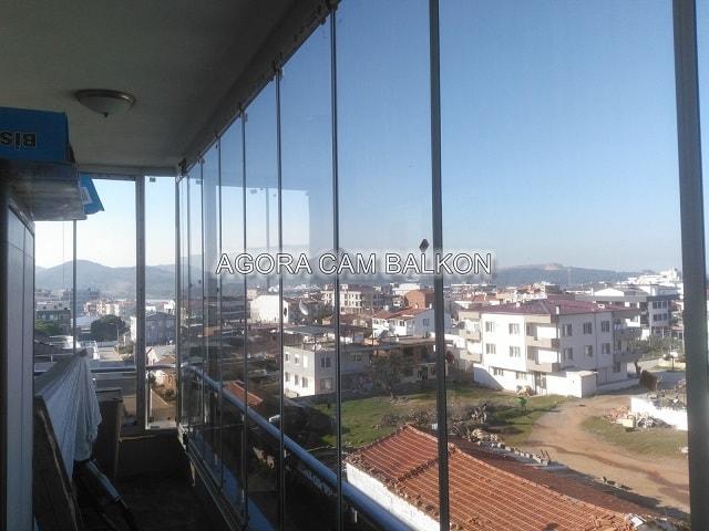 siyah cam balkon içten görünüş